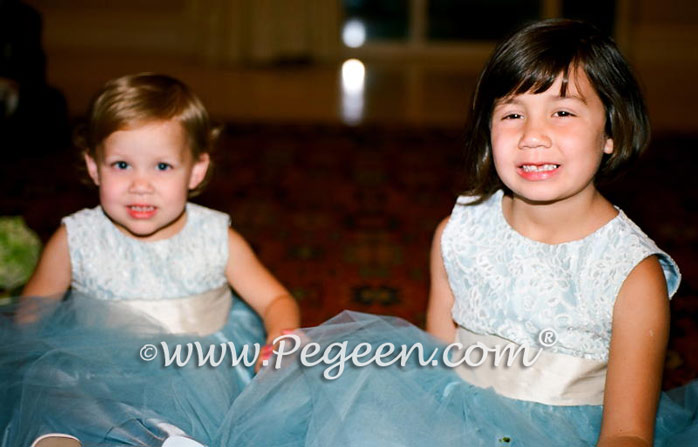 https://www.pegeen.com/Images/GALLERY/Monthly-weddings/Dec-09/flower-girl-dresses-6.jpg