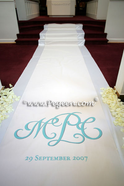 Monogram with petals for your wedding